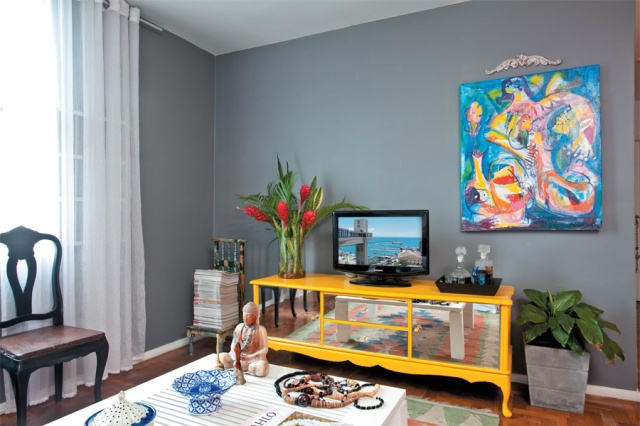 02-apartamento-pequeno-moveis-reaproveitados-e-cor