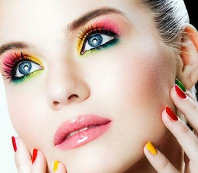 540475-A-maquiagem-colorida-estará-em-alta-durante-o-verão.-Foto-divulgação