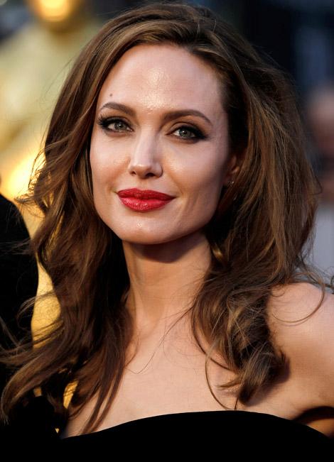 Angelina-Jolie-makeup-2012-Oscars-Red-Carpet