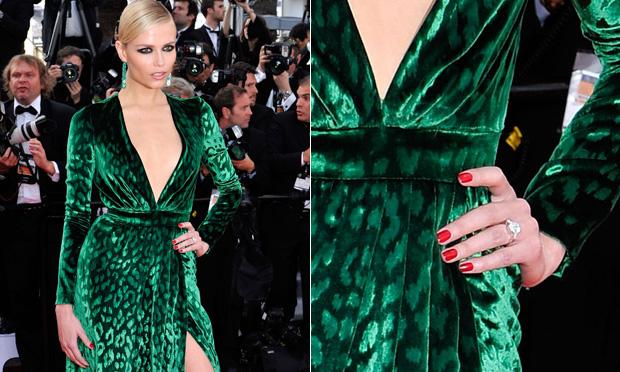 Cor de esmalte para vestido de festa verde