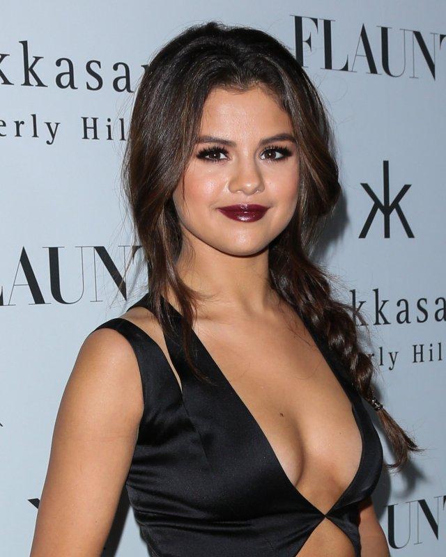 Selena-Gomez-went-edgier-look-her-revealing-black-dress
