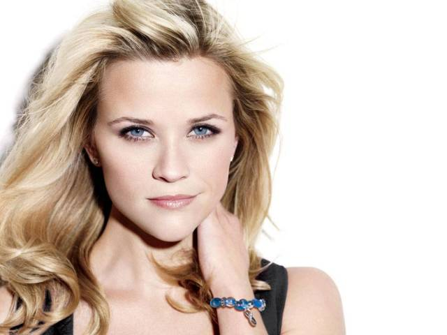 reese_witherspoon_avon_bracelet